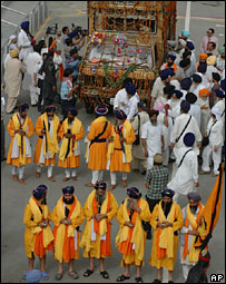 Pakistan is willing to allow as many as 5000 Sikhs to enter Lahore