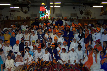 Camp Gurmat 2006 group photo after the infamous Thursday night Gatka Show.